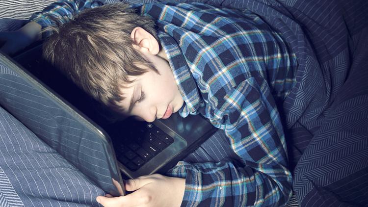 Çocuklar-Bilgisayar-Elektroniz-Cihaz